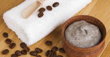 Cu acest scrub din zat de cafea si ulei de cocos redai frumusetea pielii