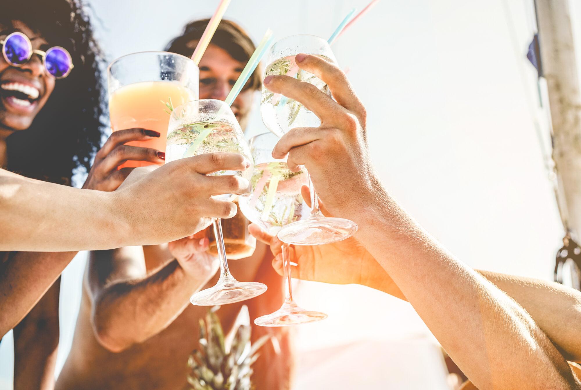 consumul de plastic paie cocktail