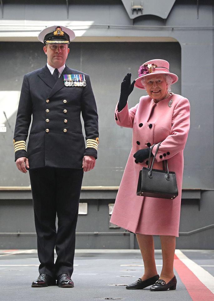 eticheta casa regala regina