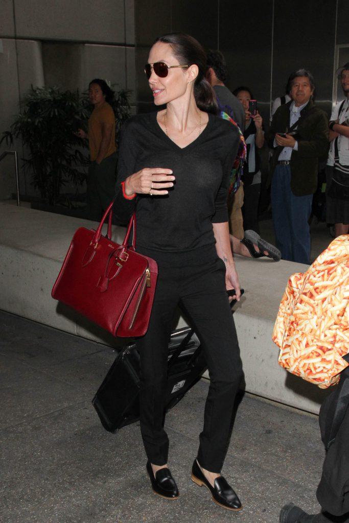 pantofii preferati de Angelina Jolie