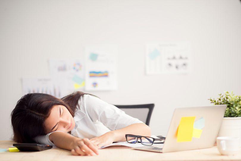 Care e cea mai bună poziție pentru a dormi? Dezbaterea care agită rețelele sociale
