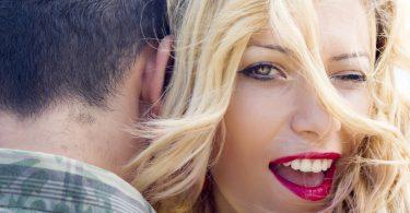 linia dintre flirt si inselat