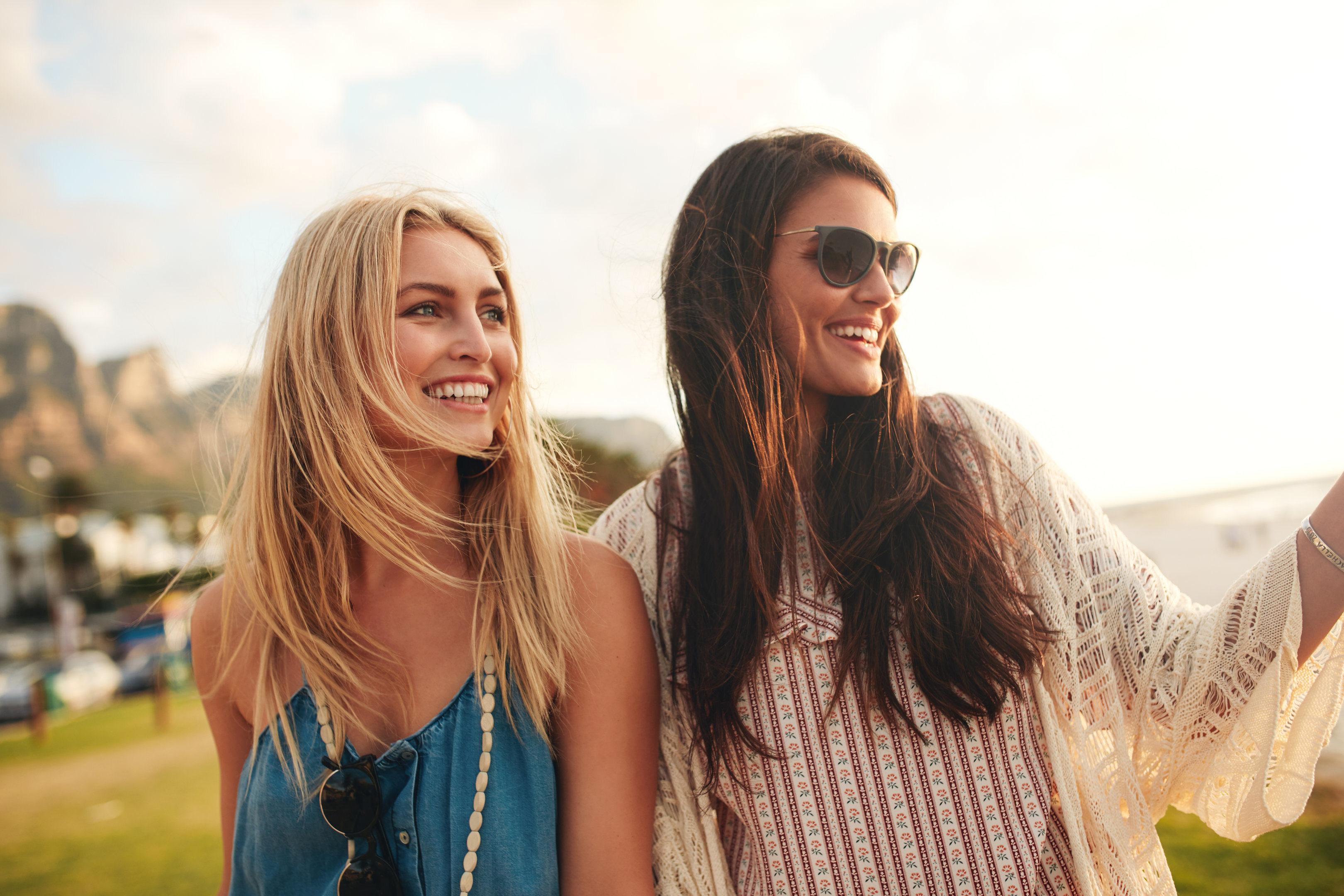 Site-urile de prietenie online ajută femeile să își facă noi prieteni