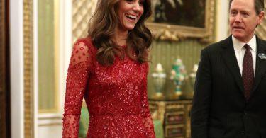kate middleton rochie rosie din paiete